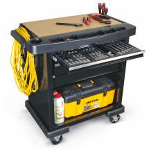 Gelber Werkstattwagen mit Werkzeug